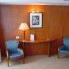 Mercure_apartament_stolik-i-foteliki